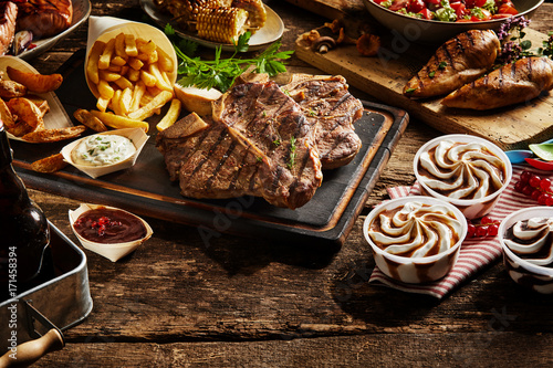 Papiers peints Steakhouse Set of grilled meat with side dishes