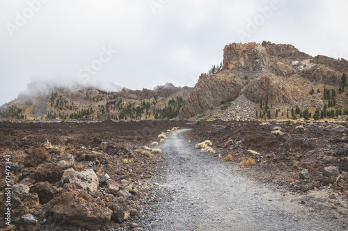 Fotobehang Grijs Paisaje de montaña