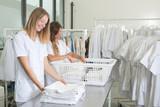 happy laundresses - 171478160