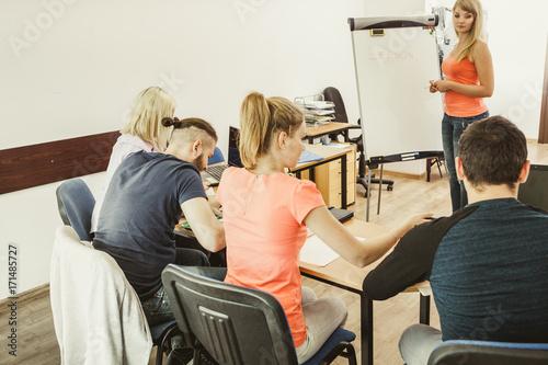 Zobacz obraz Students in classroom learning english