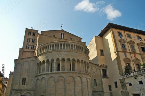 Aluminium Toscane Arezzo, la piazza Grande e la Chiesa di Santa Maria della Pieve