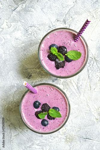Foto op Plexiglas Milkshake Berry smoothie.