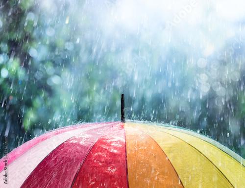 Juliste Rain On Rainbow Umbrella