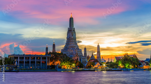 Staande foto Bangkok Wat Arun or Temple of Dawn and Chaopraya river in Bangkok City at twilight, Bangkok, Thailand.