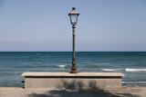 Lampione con sfondo mare - 171533782