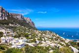 Vue sur la ville depuis les hauteurs de Capri, region de Naples, Italie - 171593525