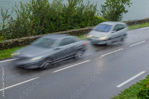 Verkehrssicherheit Drängler bei nasser Fahrbahn auf der Landstraße - Road safety Poster