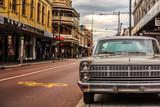 レトロな車と街並み