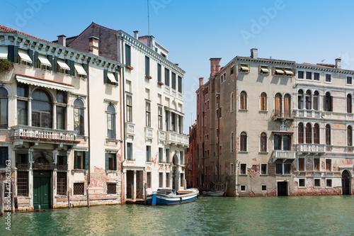 Foto op Plexiglas Venetie Canal Grande, facades of beautiful old townhouses, Venice, Italy, summer 2017