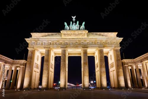 Foto op Plexiglas Berlijn Brandenburger Tor (Brandenburg Gate) panorama, famous landmark in Berlin Germany at night