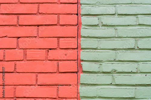 Fotobehang Toronto Contrasting colours: green and red dual toned brick wall