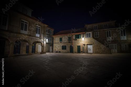 Foto op Aluminium Nacht snelweg Edificios antiguos en ciudad de Pontevedra de noche