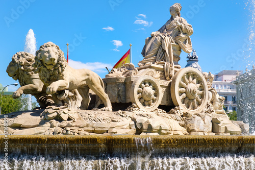 Papiers peints Madrid The fountain of Cibeles, a symbol of the city of Madrid