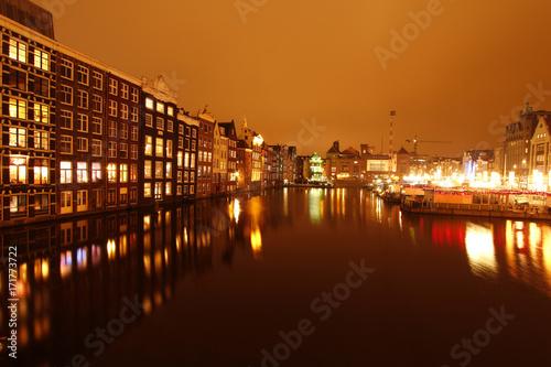 Foto op Aluminium Amsterdam Amsterdam bei Nacht