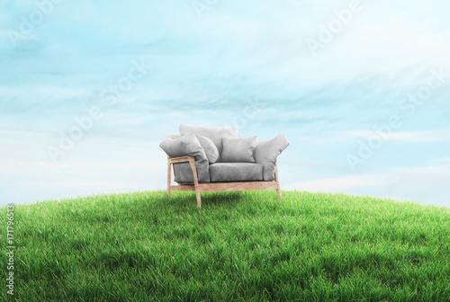 Divano sull'erba, relax all'aria aperta - 171796513