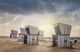 Strandkörbe am Strand auf Sylt im Gegenlicht - Westerland - 171804550
