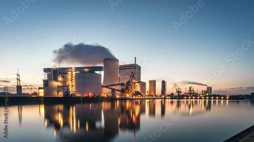 Leinwanddruck Bild Lünen Kohlekraftwerk am Kanal beim Sonnenaufgang