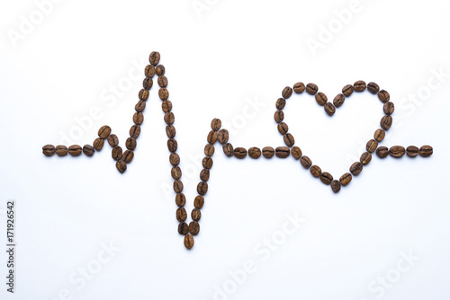 Papiers peints Café en grains Cardiogram and heart drawn with coffee beans