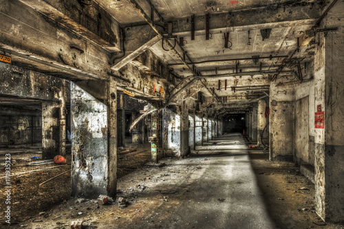 Fotobehang Gebouw in Puin Abandoned factory tunnel