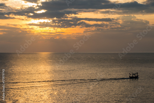 Foto op Canvas Zee zonsondergang Sea and sunset on the sky background.