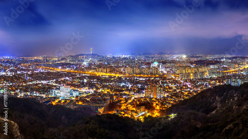 Staande foto Seoel Panorama of downtown cityscape and Seoul tower in Seoul, South Korea.