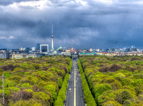 Tuinposter Berlijn Berlin Skyline as seen from the Victory Column