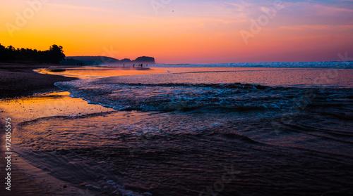 Foto op Plexiglas Zee zonsondergang Colorful Waves