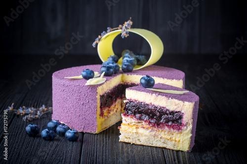 Papiers peints Lavande Delicious lavender cake with blueberries on black wooden table