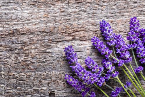 Aluminium Lavendel Lavender flowers, bouquet on wooden background, overhead