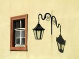 Fenster und Laterne - 172398764