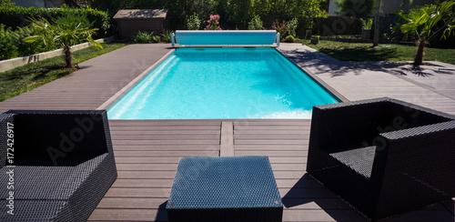 piscine terrasse et salon de jardin