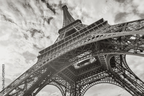 Papiers peints Tour Eiffel Eiffel Tower in black and white colors
