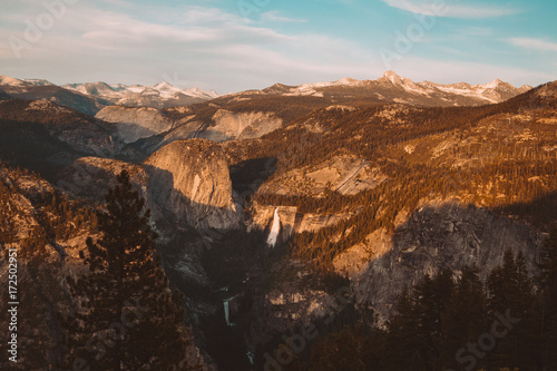 Foto op Aluminium Chocoladebruin Mountain and waterfall views