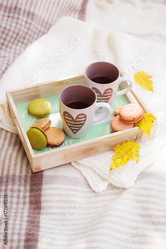 Foto op Plexiglas Fiets picnic set hot drinks in autumn park background copy space