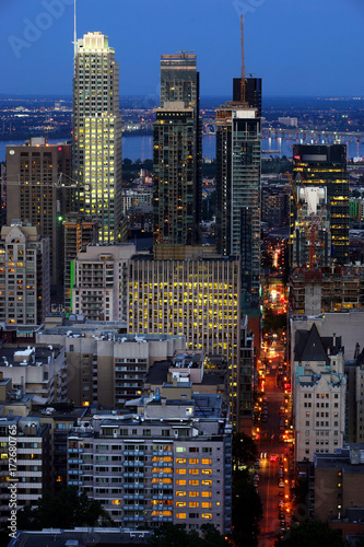 Aluminium Canada View of the city of Montreal,Quebec at dusk