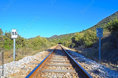 Foto op Canvas Spoorlijn Ferrovie, binari e strade in attesa del treno in arrivo.