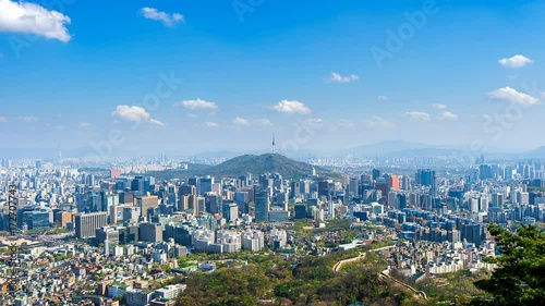 Time lapse of Cityscape in Seoul with Seoul tower and blue sky, South Korea. © tawatchai1990
