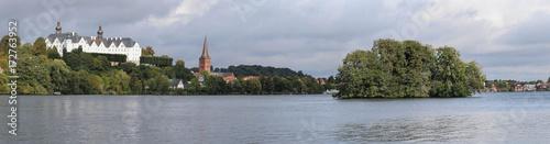 Foto op Aluminium Panoramafoto s Stadt Plön am Großen Plöner See Panorama