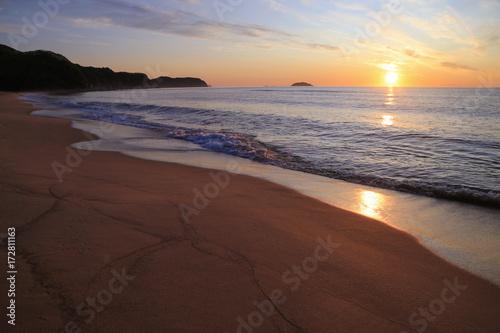 Foto op Plexiglas Zee zonsondergang Sunrise over the sea