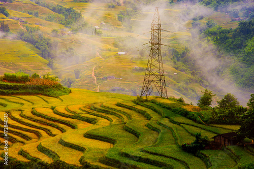 Foto op Aluminium Rijstvelden Sapa, Vietnam lanscape, Muong Hoa Valley in the early morning with warm sunlight and a thin mist far far away.