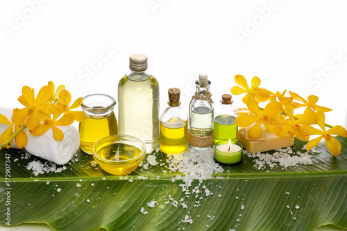 Tuinposter Spa Spa setting on banana leaf with yellow orchid ,candle, salt