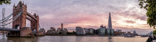 Spoed canvasdoek 2cm dik London Panorama mit Tower Bridge in der Abendsonne