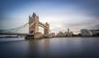 Tower Bridge in London am Abend - 172992133
