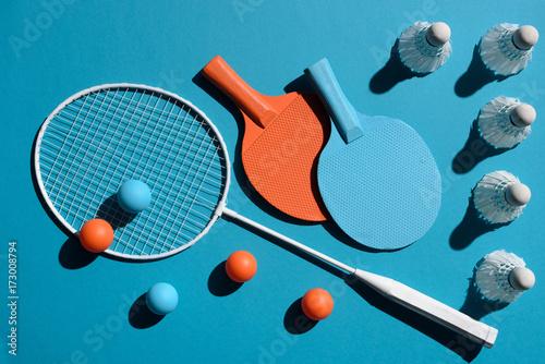 Staande foto Bol ping pong and badminton equipment