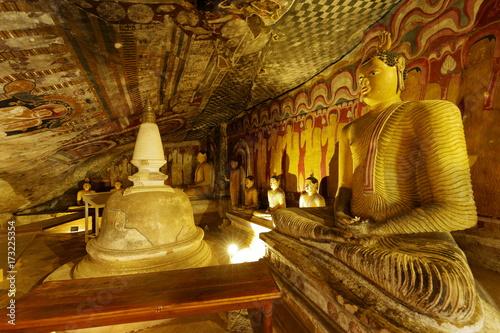 Papiers peints Buddha Die Höhlentempel von Dambulla in Sri Lanka