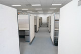 cubicles inside office building, place of work - 173259511