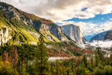 Yosemite Valley at cloudy autumn morning - 173271525