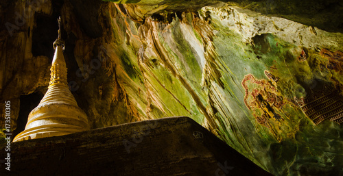 Spoed canvasdoek 2cm dik Boeddha Stupa erected in Yateak Pyan Cave with wall decors, Hpa-An, Myanmar