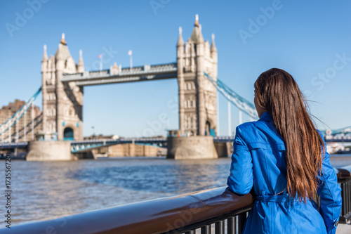 Foto op Canvas Londen London tourist city travel woman enjoying view of Tower Bridge. Urban lifestyle tourism Europe destination vacation person enjoying view of famous attraction, England, Great Britain, UK.