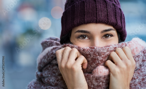 Foto Murales Woman feeling cold in winter